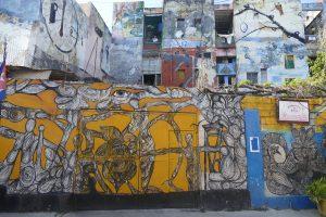 Für schabel-kultur-blog.de suchte Michaela Schabel in Kuba, Havanna, nach FotomotivenOldtimer und Graffies