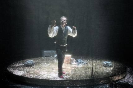 """Theaterkritik von """"Voyage"""" an der Berliner Schaubühne präsentiert schabel-kultur-blog.de"""