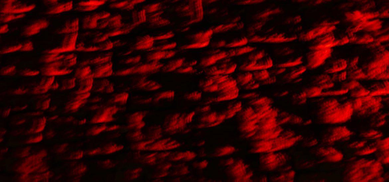 """Schon von weitem signalisierte das Regensburger Theater das große Ereignis. Rot beleuchtet strahlte der Theaterkomplex faustsche Energie ab, passend zu den roten Teppichen an allen Eingängen. Die Verleihung des 13. Deutschen Theaterpreises """"DER FAUST"""", der größten Auszeichnung, sollte und wurde in jeder Beziehung ein Ereignis und Aufwertung nicht nur des Theaters, sondern ganz Regensburgs, denn bislang konnten sich mit """"DER FAUST""""-Verleihung neben Berlin, München nur vorwiegend die Städte entlang der Rhein-Main-Neckar-Linie schmücken."""