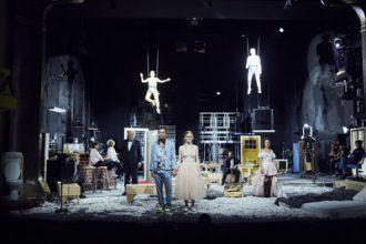 """Theaterkritik """"Dionysos Stadt"""" präsentiert von www.schabel-kultur-blog.de"""