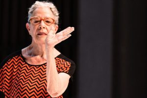 """Tanzkritik von Deborah Hays """"Animals on the beach"""" präsentiert von www.schabel-kultur-blog.de"""