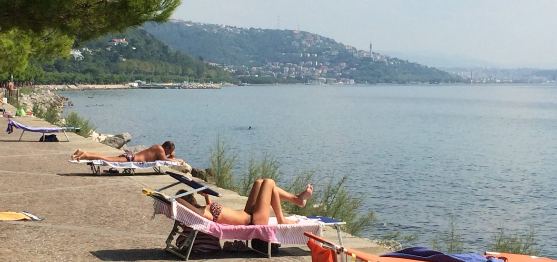 Triest, Baden auf der Promenade, präsentiert von www.schabel-kultur-blog.de