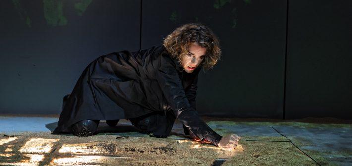 """Theaterkritik """"Medea"""" im Kleinen Theater Landshut präsentiert von www.schabel-kultur-blog.de"""