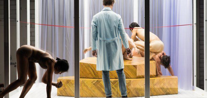 """Theaterkritik """"Kränkungen der Menschheit"""" präsentiert von www.schabel-kultur-blog.de"""