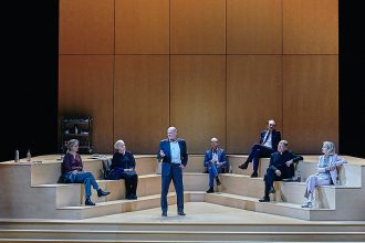 "Theaterkritik ""Gott"" präsentiert von www.schabel-kultur-blog.de"