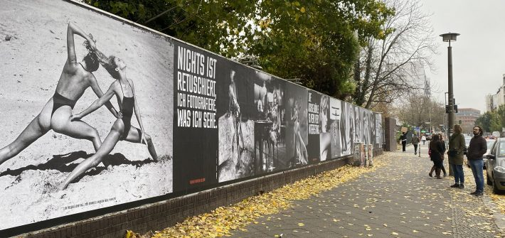 """""""Helmut Newton One Hundred"""" präsentiert von www.schabel-kultur-blog.de"""