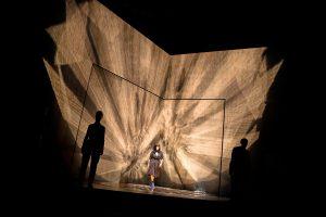 """Theaterkritik Roland Schimmelpfennigs """"Der Kreis um die Sonne"""" präsentiert von www.schabel-kultur-blog.de"""