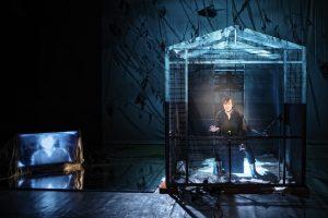 """Theaterkritik Haushofers """"Die Wand"""" präsentier von www.schabel-kultur-blog.de"""